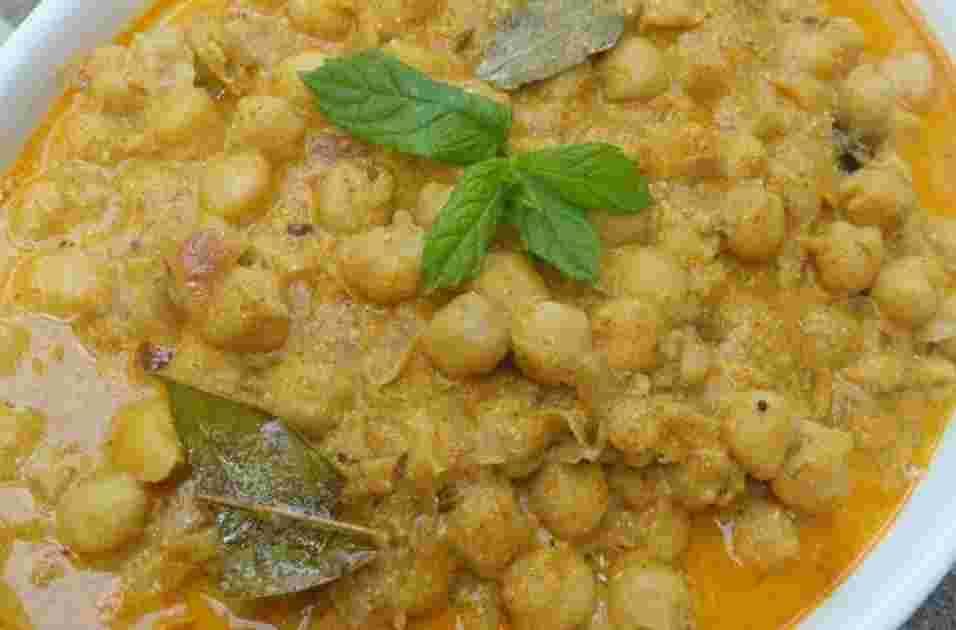 Chana Masala in Minty Yogurt sauce Recipe